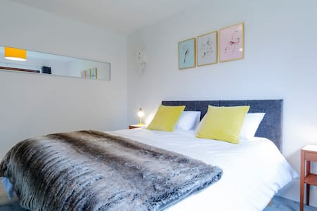 Stunning 1960's Designed House Winchelsea - East Sussex - Bed & Breakfast - 2