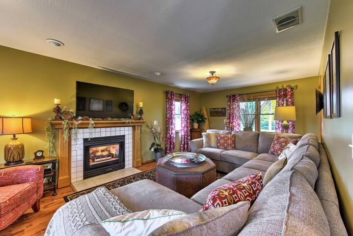 Cozy Isanti Country Retreat on 88 Natural Acres!