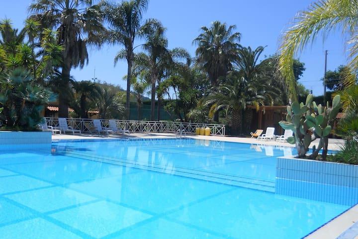 Ferienhaus mit Pool nahe dem Meer und den Strand und die Höhlen