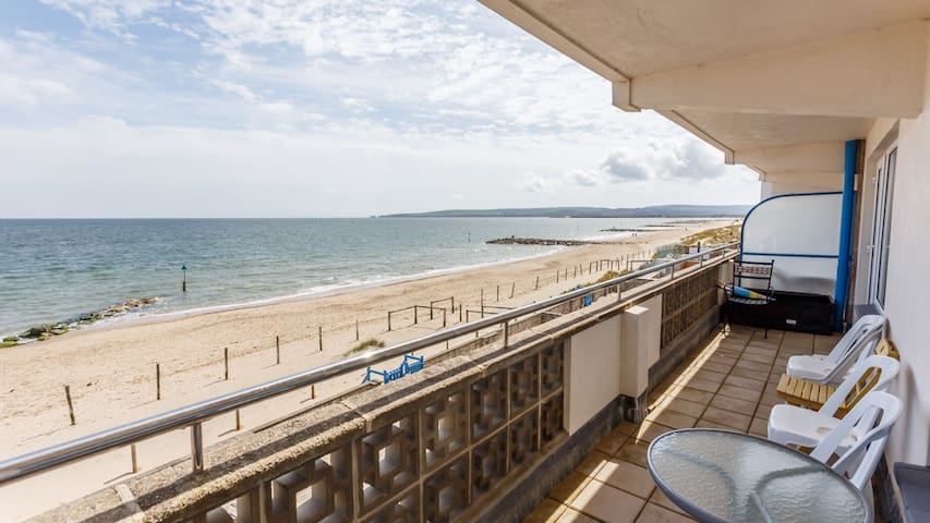 '8 Santoy' - dog friendly flat on Sandbanks beach