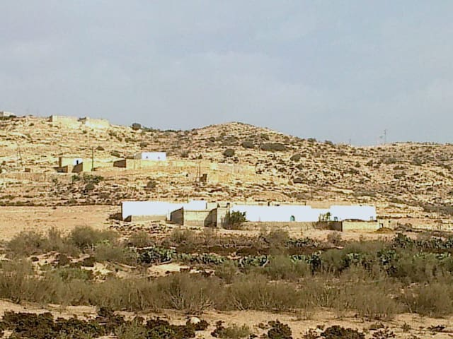 COME AND LIVE WITH A BERBER FAMILLY