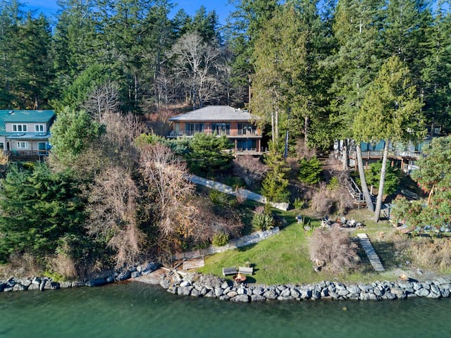 NEWLY LISTED! WATERFRONT near Roche Harbor! WATER ACCESS! HOT TUB! (YBR)