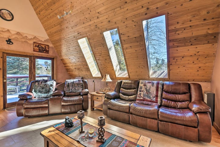 Cozy Angel Fire Cabin 10 Min from Ski Slopes!