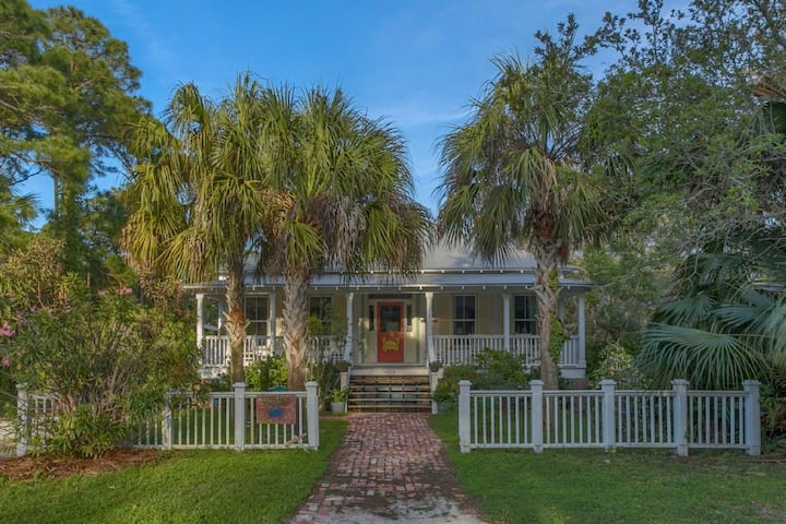 Old Florida, Quite, Historic, Completely Remodeled, Near The Beach ~ Jubilee Cottage