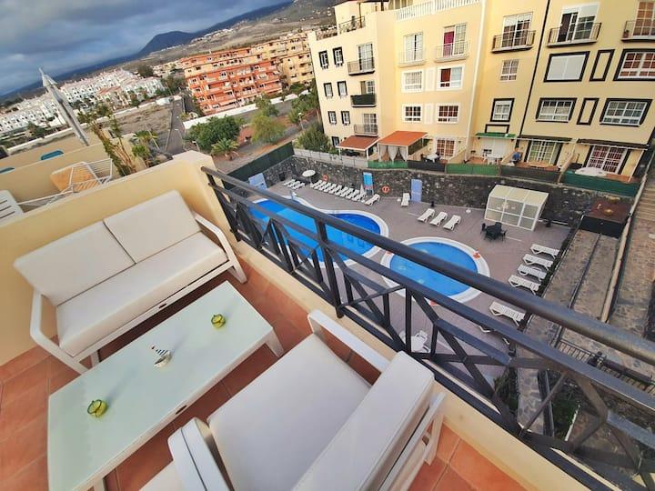 Aqua Vista 2 bed Penthouse with great views