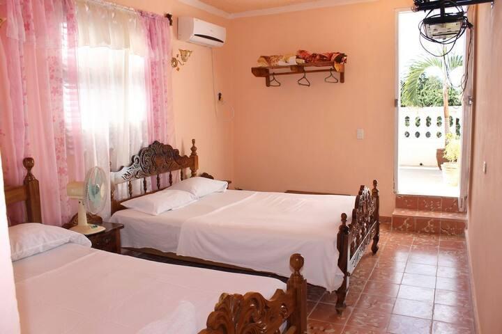 Habitación con terraza y hermosa vista en Trinidad