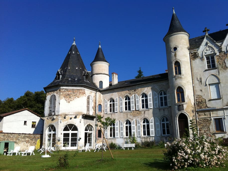ch teau de tr molin un crin de verdure plein sud castles for rent in saint just en chevalet. Black Bedroom Furniture Sets. Home Design Ideas