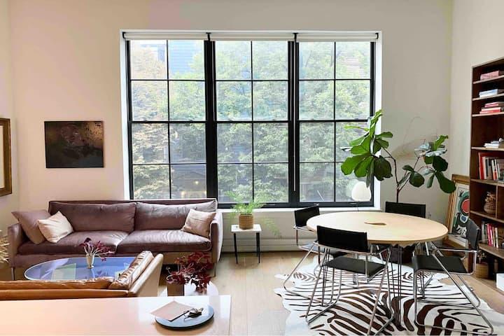 Art-filled Private & Inviting Oasis in Prime Wburg