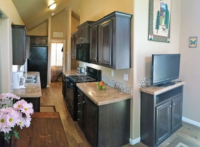 Tiny Home with Peak Views - Woodland Park - Hytte
