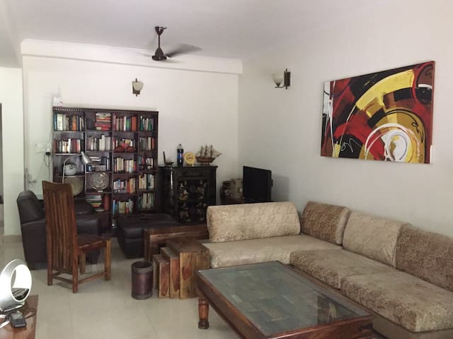 Private Room for 2 in Delhi NCR (Noida Sector 14)