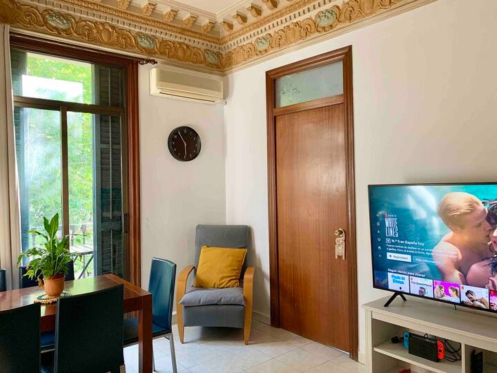 Single cozy room in the city center