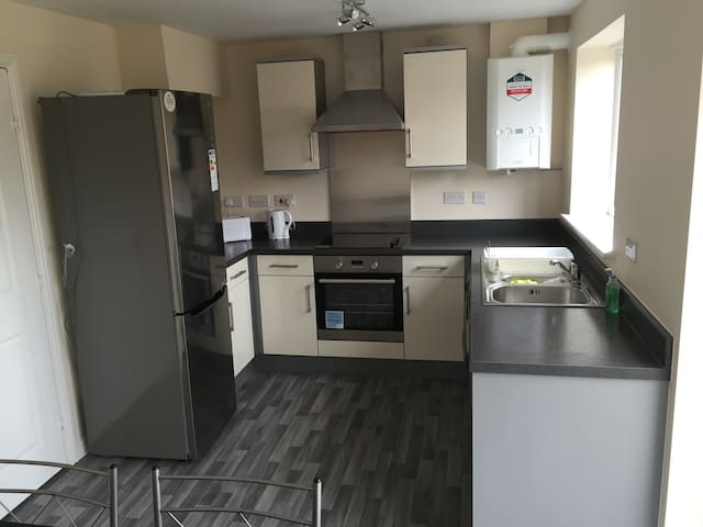 Lovely New house in Lostock, Bolton - Bolton - Hus