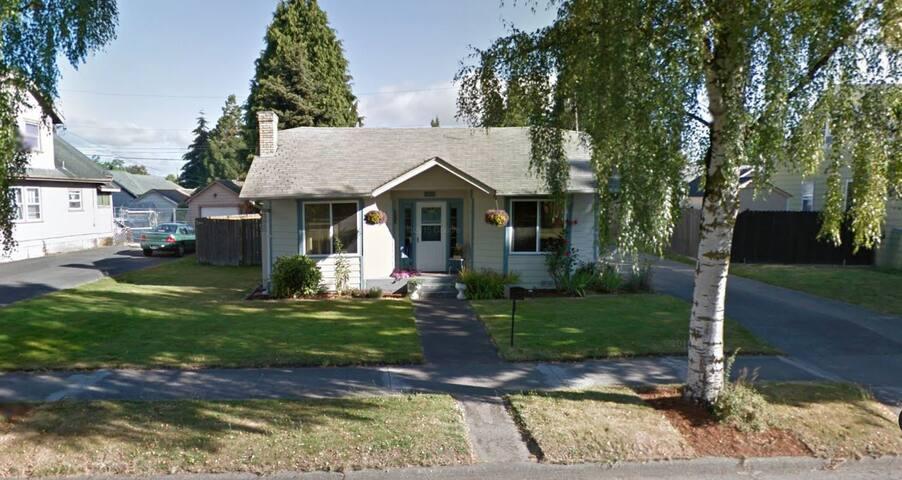 Cozy house, environmentally driven. - Longview - Casa