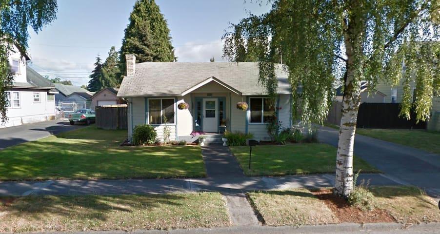 Cozy house, environmentally driven. - Longview - Dům