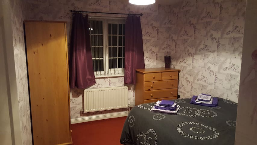 Cosy double room newly decorated - Manchester - Huis