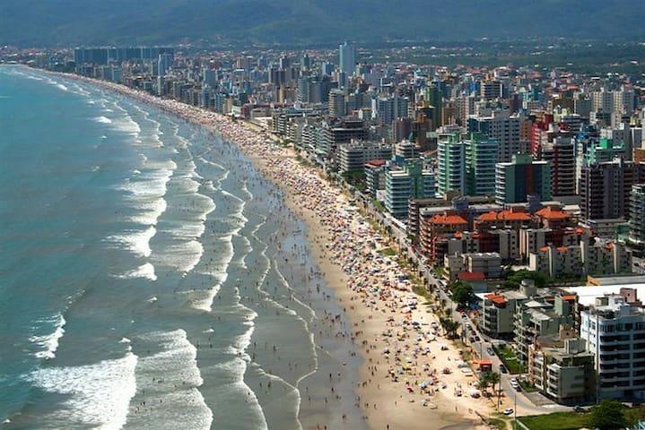 Hospede-se, Meia Praia - 50 metros do mar