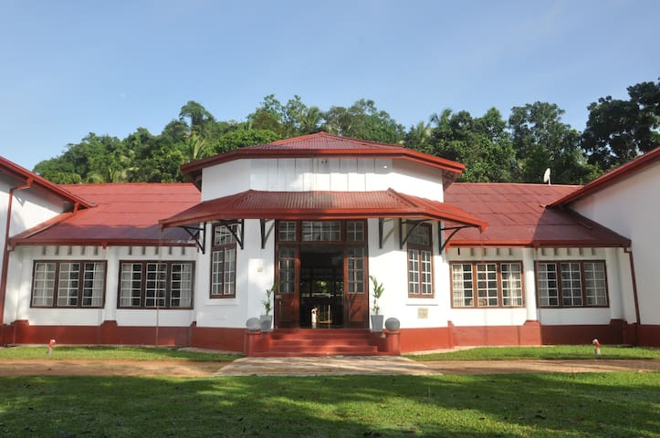 Ambanpitiya Bungalow (Entire) - Galigamuwa Town - Bed & Breakfast