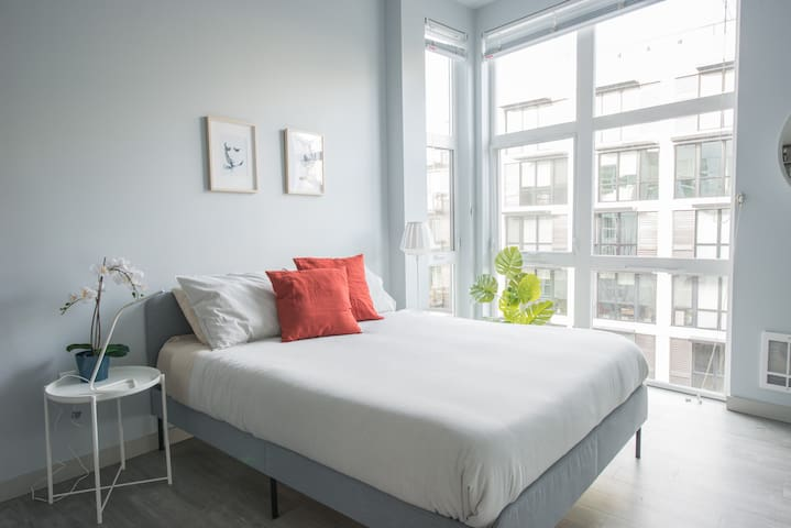 Modern, Quiet and Clean Studio in Belltown