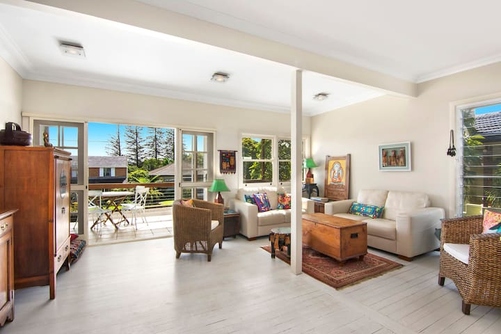 Bright & airy entire beach house.  - Port Macquarie - Haus
