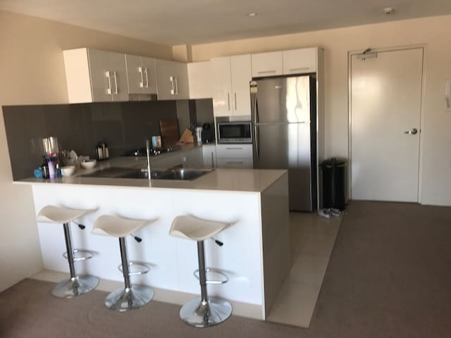 1 Bedroom East Perth Apartment - East Perth - Apartment