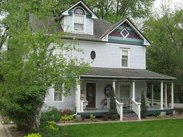Three Sisters Inn Bed & Breakfast - Baldwin City - Bed & Breakfast