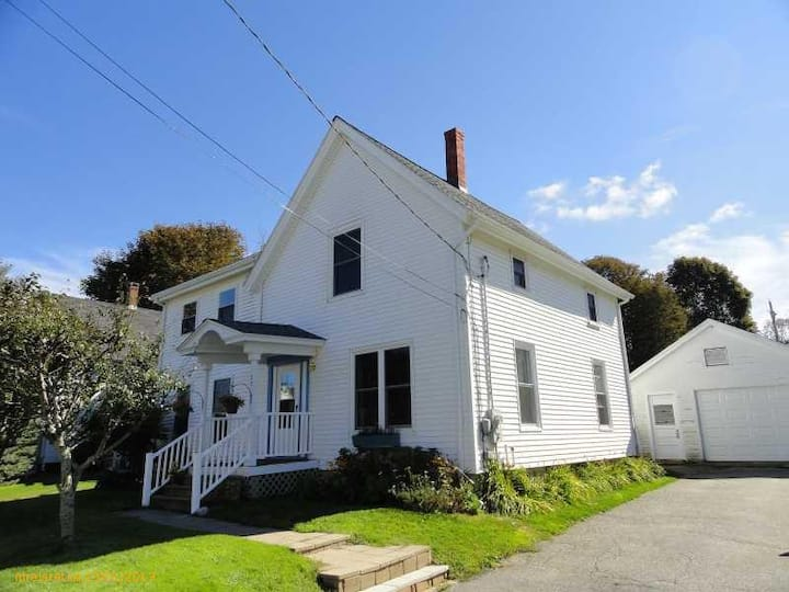 Charming New Englander in Rockland's South End