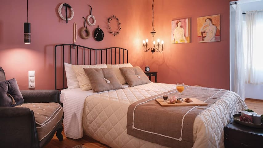 Romantica Suite: A Lovely Nest, near Old Town!