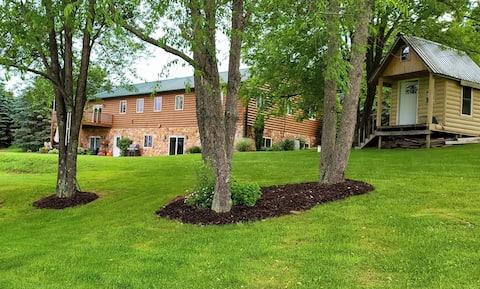 Raspberry Estate 8 bdrm home enjoy many amenities!