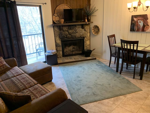 Cozy Canyon Creek Condo in Ruidoso