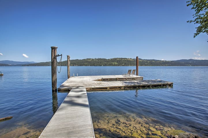 Enjoy boating, fishing, swimming from the the backyard!