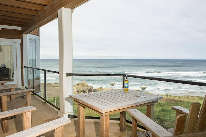 Luxury handicap accessible AND oceanfront!
