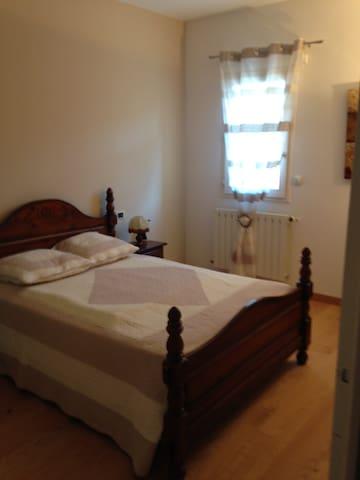 1 Chambre avec lit  à 2 personnes et SDB privée - Saint-Laurent-du-Pape - House