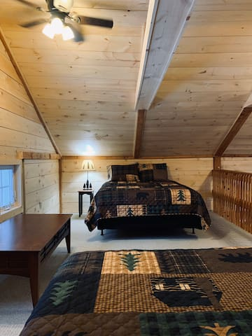 2 queen sized beds in the loft