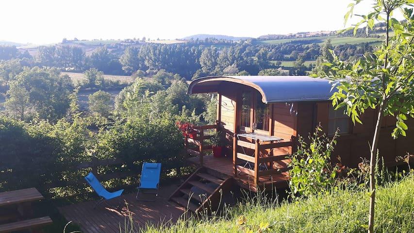 Roulotte en bois en Aveyron - Lapanouse