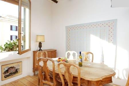 Stylish Apartment in Trastevere - Rome - Apartment