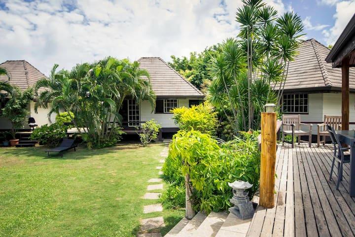 Vue des bungalows des terrasses de la villa