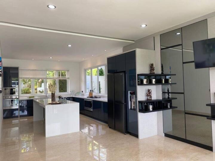 Large Luxury Modern Villa