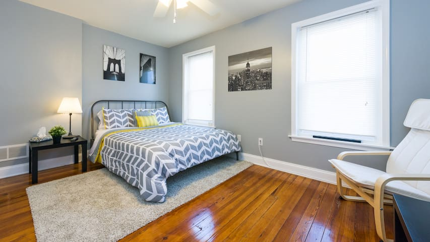A quiet room in a simple and convenient location. - Norristown - Huis