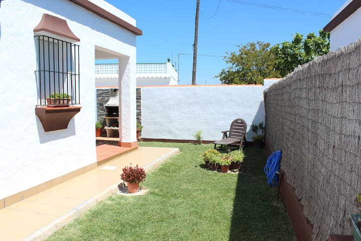House with large garden, porch and WiFi