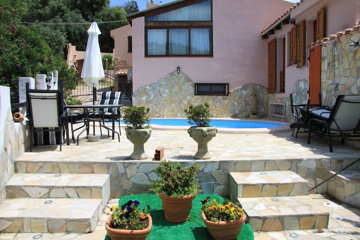 House with pool at 100m from the beach ... - Torre Delle Stelle (Sinnai) - House