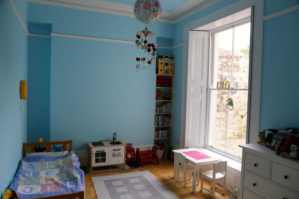 Kids room Sleeps 2 We can suply an adult size double bed for this room on request