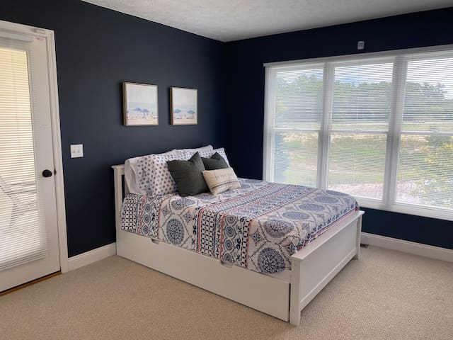 Landing space: full bed with twin trundle