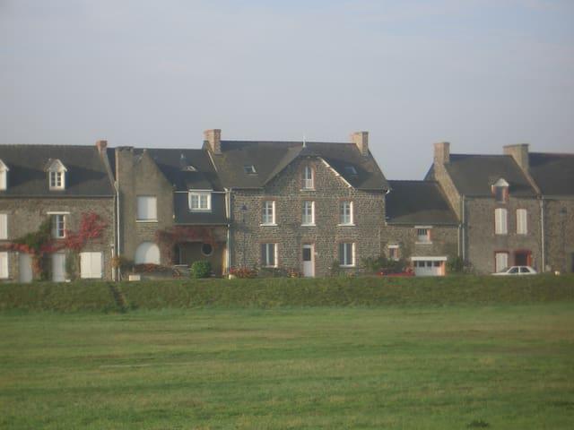 Chambres d'hôtes en bord de mer - Saint-Benoît-des-Ondes - Bed & Breakfast