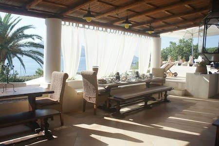 Villa Barbaro 3 bed - Santa Marina Salina