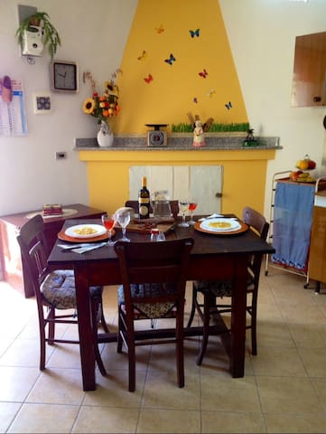 Historic hilltop village house - Santa Domenica Talao - House