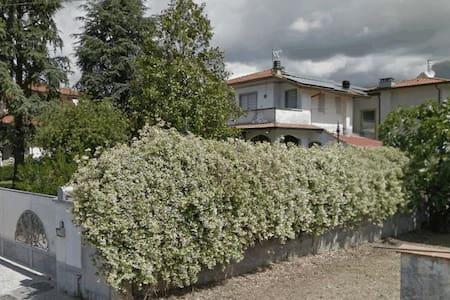 Accogliente villetta con giardino  - Camaiore - Dom