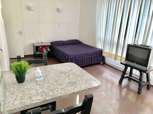 Excellent apt with kitchennette private bath