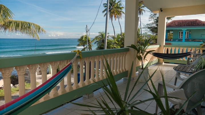 Casa Del Mar-Beach Front WiFi A.C. Terrace & Bar