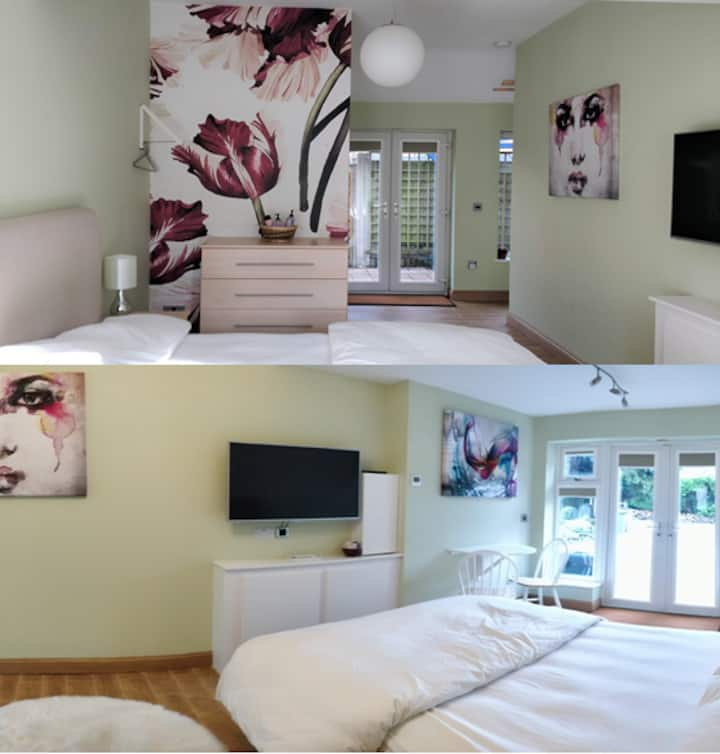 Large en suite room in Bromborough, private access