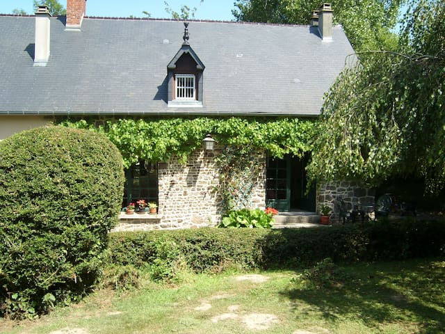 Spacious Cottage in rural Normandy - Tessy-sur-Vire - Huis